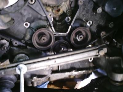 Lancia Thema 8.32 SW - Verwijderen krukaspoelie deksel